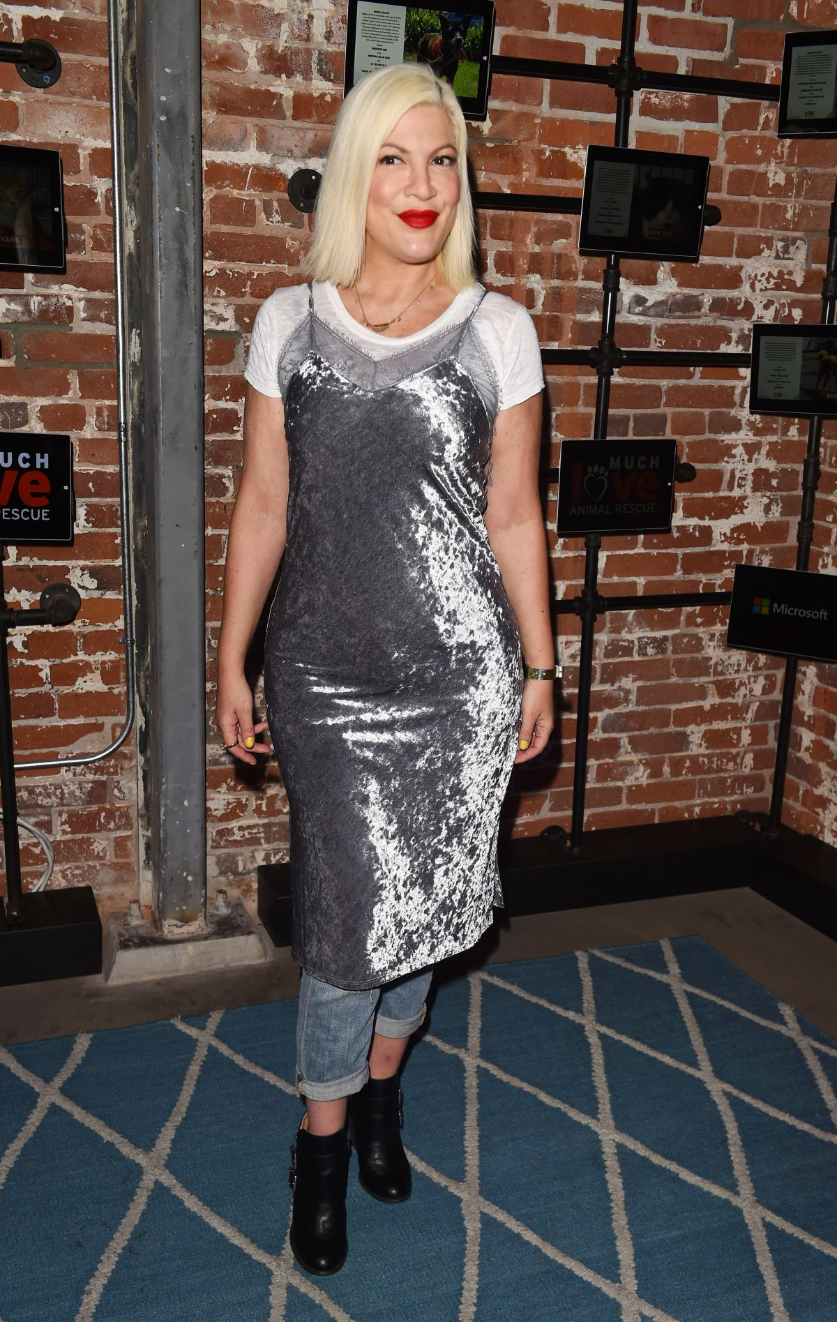 Tori Spelling At Much Love Animal Rescue Spoken Woof , Los