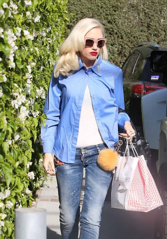 Gwen Stefani Headed into a meeting in Los Angeles