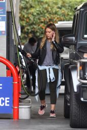 Hilary Duff Fills her car up at a gas station in Beverly Hills