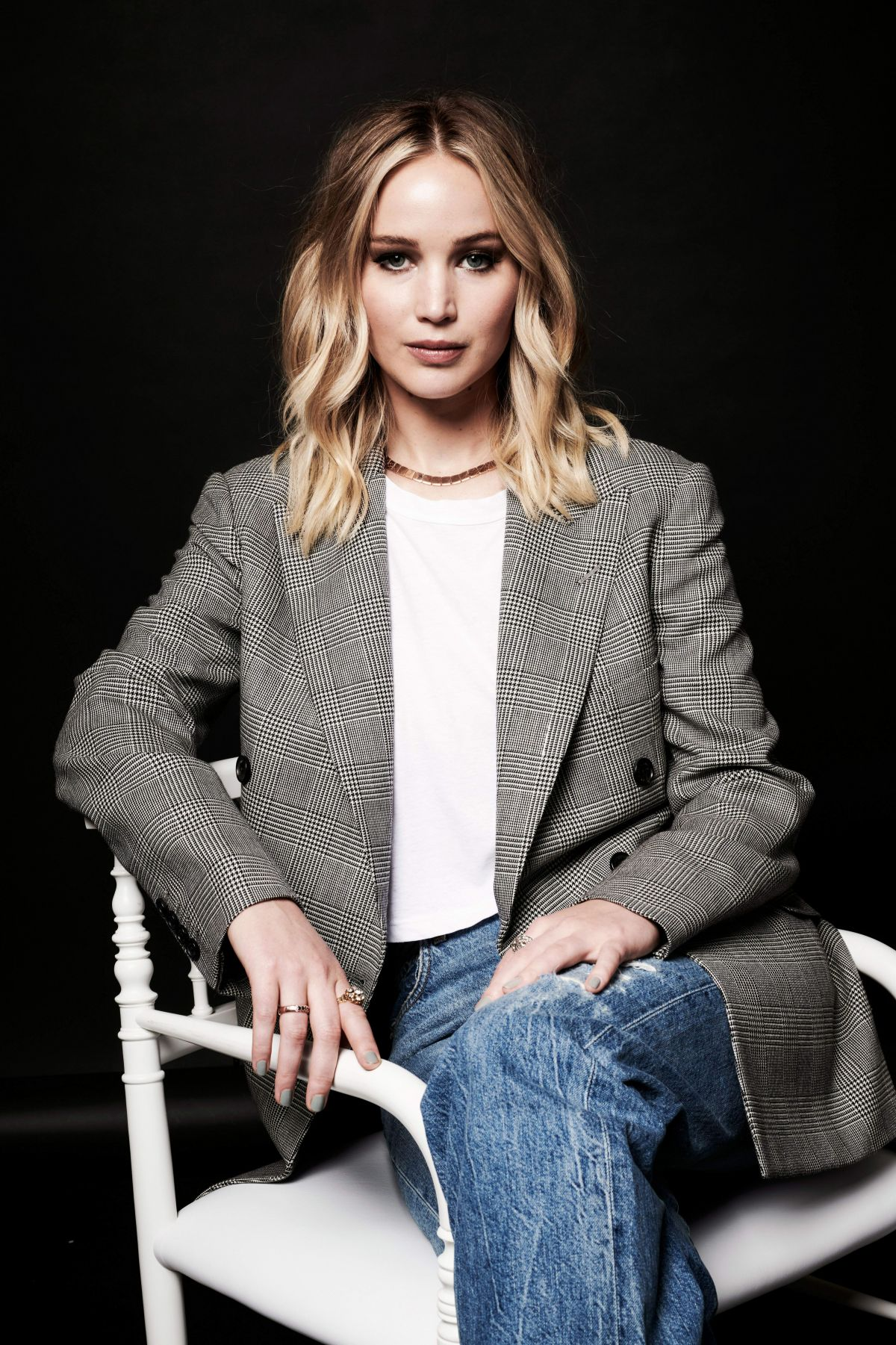 Jennifer Lawrence At The Contenders 2017 Portrait Studio ...