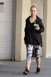 Jorgie Porter At rawberri organic bowls after a enjoying a solo morning hike in Los Angeles