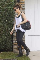 Kate Beckinsale Arrives home sporting a casual look in LA