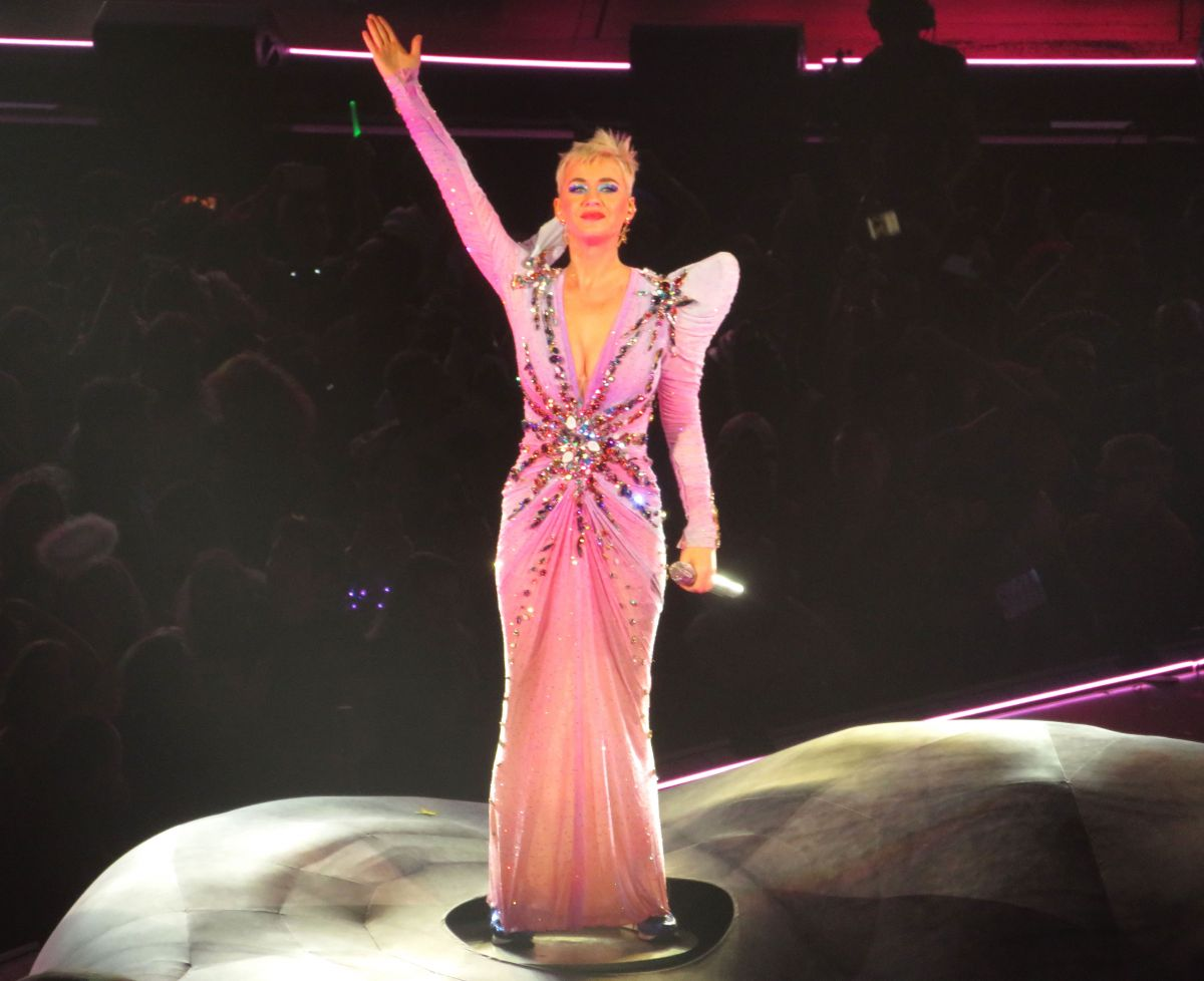 "Katy Perry Wears Pink Fairy Dress during Encore at ""Witness: The Tour"" Concert in Toronto"