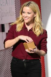 Reese Witherspoon At the popular Sprinkles Cupcakes ATM machine, Beverly Hills