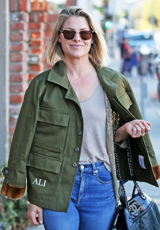 Ali Larter Out shopping in Brentwood