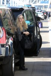 Amanda Seyfried Walking through LAX airport