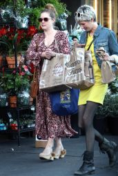Amy Adams Grocery shopping with a friend in West Hollywood