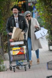 Amy Adams Shopping with her family in Beverly Hills