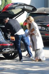 Amy Adams Spends the day with her family in Los Angeles