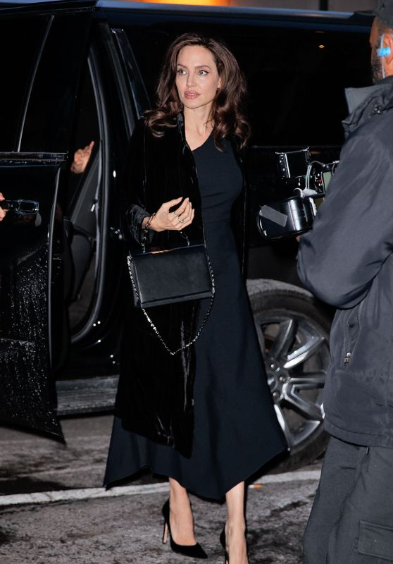 Angelina Jolie Arrives at an office building in New York