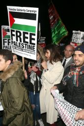 Bella Hadid At the Free Palestine march in London