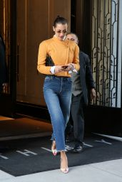 Bella Hadid Leaves her apartment in NYC