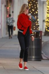 Charlotte McKinney Stops by a nail salon in Beverly Hills