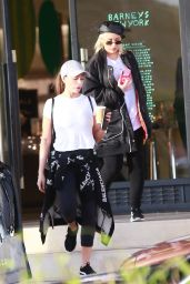 Christina Aguilera Gets some last minute Christmas shopping done in Beverly Hills