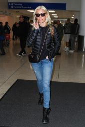Elizabeth Banks Seen at LAX International Airport in Los Angeles