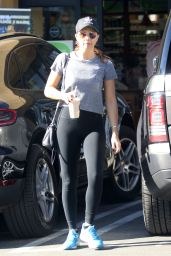 Elizabeth Olsen At Picks up a smoothie from a juice bar in LA