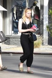 Elle Fanning Out with her mom in LA
