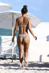 Erika Wheaton Suns her bronze buns in Miami Beach