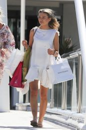 Georgia Toffolo Headed out to do some shopping at the Marina Mirage