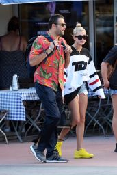 Hailey Baldwin Shopping with friends in Miami