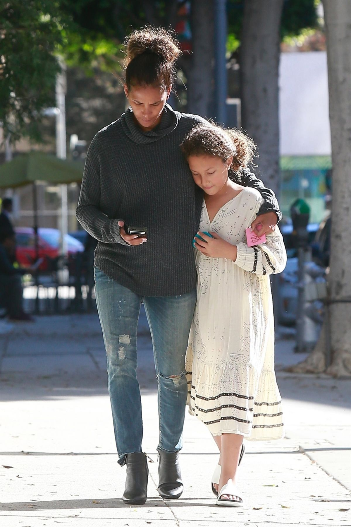 Halle Berry Takes her growing daughter Nahla Aubry to see ...