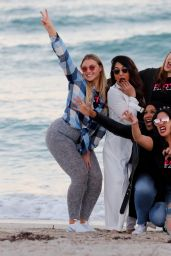 Iskra Lawrence Is seen walking with friends on the beach Miami Beach
