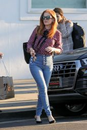 Isla Fisher Stocks up on the latest fashions in Beverly Hills