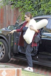 Jessica Alba Brings her nursing pillow to the gym in West Hollywood, California