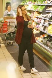 Jessica Alba Grocery shopping in Beverly Hills