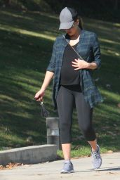 Jessica Alba Seems ready to pop walking to help the baby to go down in LA