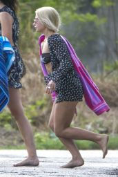 Jessica Woodley Is spotted out and about walking without shoes in Barbados