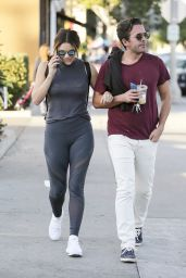 Katharine McPhee Arm in arm with a mysterious male friend whilst shopping in LA