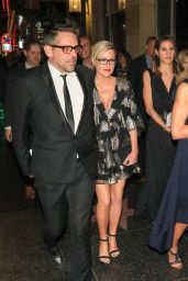 Kathleen Robertson At Premiere of
