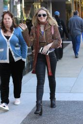 Kathryn Newton With her mom goes Christmas shopping in Beverly Hills