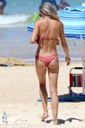 Kendal Lee Schuler Spends a hot summers day at Bondi Beach