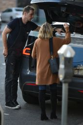 Kristen Bell Picks up lots of food from Joans On Third and gets help loading it in the car from Dax Shepard in LA