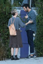 Kristen Wiig Enjoys the day out with her drummer boyfriend Fabrizio Moretti in Los Angeles
