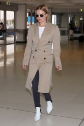 Lara Bingle Departs Sydney to spend Christmas with the family