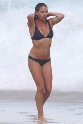 Lisa Clark Appears all smitten while out on a beach outing in Sydney