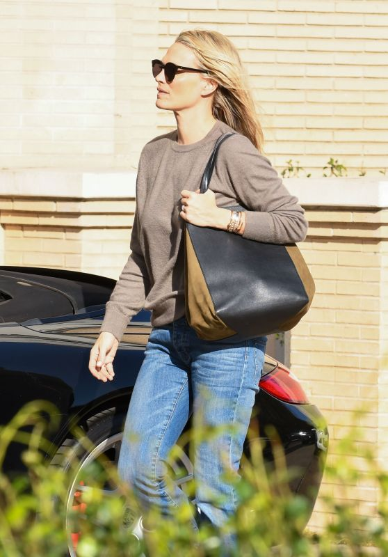 Molly Sims Out shopping with her husband in Los Angeles