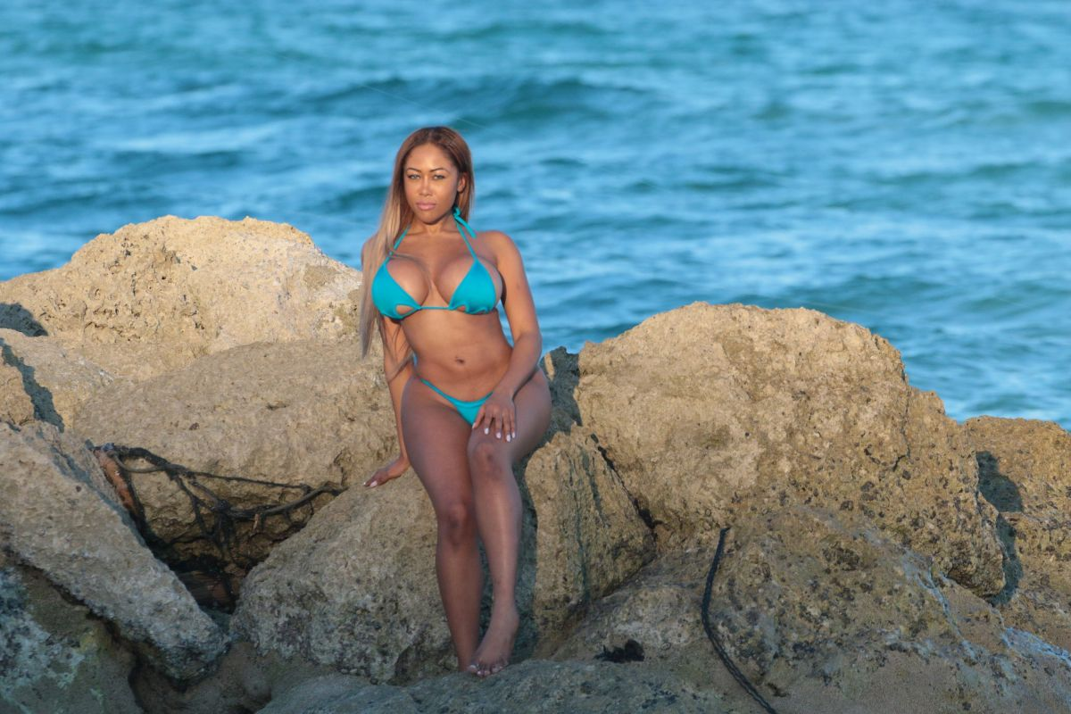 Moriah Mills in Bikini Photoshoot on the beach in Miami Pic 7 of 35