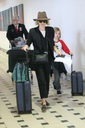 Naomi Watts Arrives with her children for Christmas in Brisbane, Australia