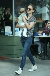 Natalie Portman Has coffee with husband Benjamin Millepied and their daughter Amalia in Silverlake