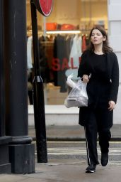Nigella Lawson Pictured running errands around London for last bits of Christmas shopping