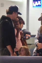 Olivia Wilde Spotted at LAX Airport with Jason Sudekis after a Hawaiian vacation