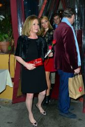 Paris Hilton has Christmas dinner with her boyfriend and family at Il Piccolino in Beverly Hills