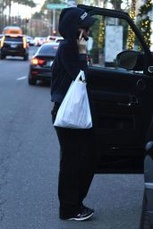 Paris Hilton Stops by Il Tramezzino to get lunch to-go in Beverly Hills