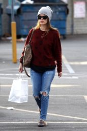 Rachel Bilson Steps out in a grey beanie and does a little shopping, Studio City