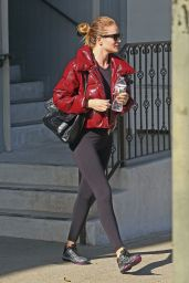 Rosie Huntington-Whiteley Outside a gym in Los Angeles