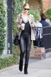 Rosie Huntington-Whiteley Shows off her post baby body while on a coffee run in West Hollywood